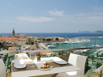 What to do in Alghero: Sunset and Aperitivo at the seafront