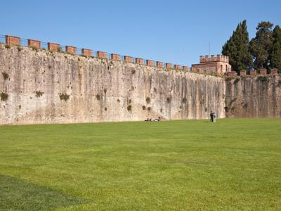 What to see in Pisa: The walls of Pisa