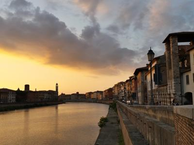 What to do in Pisa: Walking through the Lungarno River without a destination