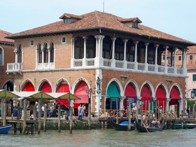 Things to do in Venice: Shop at the Rialto Market