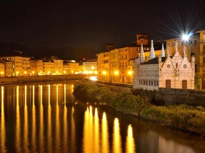 What to do in Pisa: Apericena and walk in the moonlight