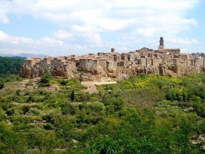 What to see in Tuscany: Pitigliano, tuff hills and the little Jerusalem