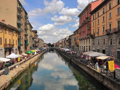 What to do in Milan: Shopping at the street markets
